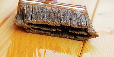 Holz-lackieren-oder-lasieren-Aufmacher